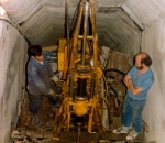 Δοκιμαστικές κεκλιμένες γεωτρήσεις μέσα σε γαλαρία, στην Κορινθία (1976)
